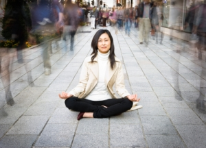 asian-woman-meditate-on-busy-street